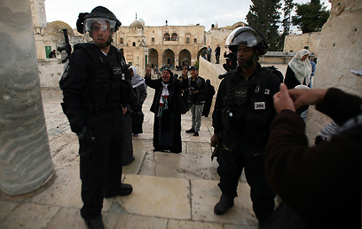 שוטרים היום בהר הבית (צילום: רויטרס)