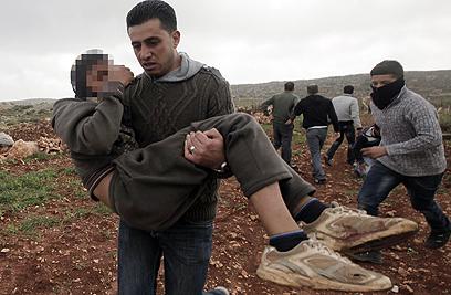 גם נערים נפגעו בעימות  (צילום: AFP)