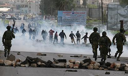 העימותים בכפר סמוך לחברון (צילום: AFP)
