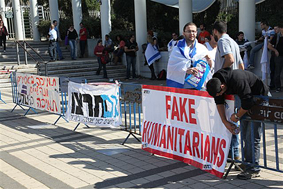 גם פעילי ימין הפגינו (צילום: מוטי קמחי)