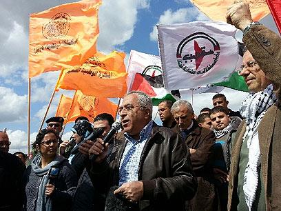 ראש הממשלה הפלסטיני פיאד, היום בבילעין (צילום: רועי עידן)