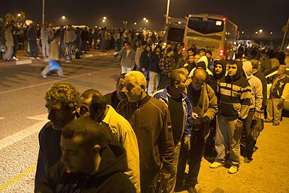 עומס ומהומה סביב הקווים החדשים מהשומרון (צילום: AFP)