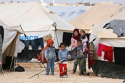 משפחה סורית במחנה פליטים בירדן (צילום: רויטרס)