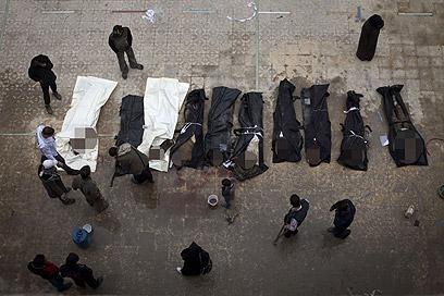 הקטל בסוריה נמשך. גופות הרוגים בחלב (צילום: AFP)