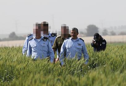"""מפקד חיל האוויר אמיר אשל מגיע לזירת ההתרסקות (צילום: יריב כץ """"ידיעות אחרונות"""" )"""