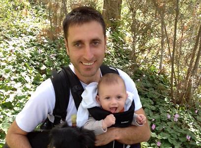 ארז פלקסר ובנו אורי (צילום רפרודוקציה: באדיבות המשפחה)