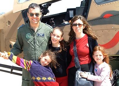 """סא""""ל נועם רון ומשפחתו (צילום רפרודוקציה: באדיבות המשפחה)"""