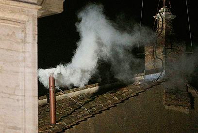 אחרי יומיים של הצבעה יצא העשן הלבן (צילום: רויטרס)