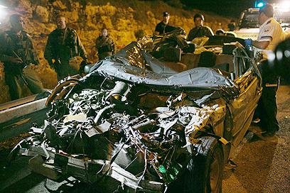 שרידי הרכב של משפחת ביטון. הסבתא זיהתה (צילום: אוהד צויגנברג)