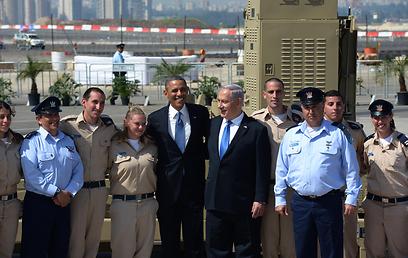 """אובמה וראש הממשלה סמוך לסוללה, היום (צילום: משה מילנר, לע""""מ)"""