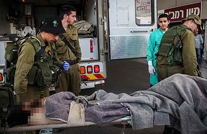 """הפצועים מועברים לרמב""""ם. שניים יוחזרו לסוריה (צילום: אבישג שאר-ישוב)"""