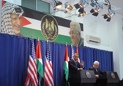 """אובמה ברמאללה. """"נהנה לראות את ההתקדמות"""" (צילום: AFP)"""