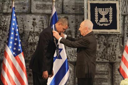 """הענקת אות """"עיטור הנשיא"""" לאובמה (צילום: גיל יוחנן)"""
