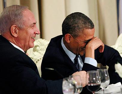 מצחקקים בסעודה הנשיאותית (צילום: רויטרס)
