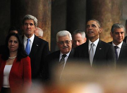 קרי עם אובמה בביקורם בבית לחם. בדרך לישראל עובר בטורקיה (צילום: רויטרס)