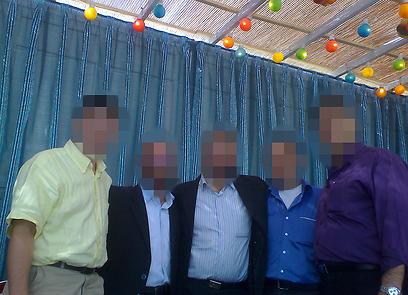 """""""ראשי הקהילה והנציג בפרלמנט יתיישרו בדרך כלל עם הקו האנטי-ישראלי, ונשים ייצאו לרחוב רק בצ'אדור ובלבוש המסורתי"""". יהודים בסוכה  (צילום: הרב אברהם חיים)"""