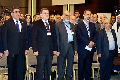 הנהגת האופוזיציה. אל-חטיב (שני מימין), ורסאן היתו (ראשון משמאל) (צילום: MCT)