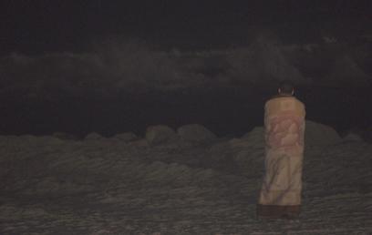 הציפייה לאות חיים, אתמול בחוף דלילה ( צילום: זאב טרכטמן )