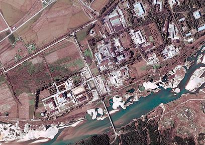 הכור ביונגביון. פיונגיאנג הודיעה כי פעילותו תחודש (צילום: EPA, DIGITAL GLOBE)