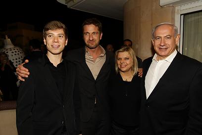 תמונה למזכרת. באטלר עם משפחת נתניהו