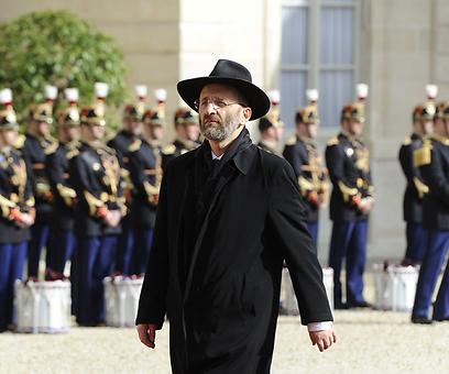 נחשד בהעתקת קטעים ספרותיים שלמים בספרו. הרב הראשי של צרפת, ז'יל ברנהיים (צילום: MCT)