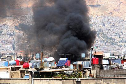 נפילת פצצת מרגמה בדמשק (צילום: EPA)