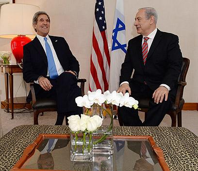 """נתניהו עם קרי, היום. דגש ישראלי על הביטחון (צילום: קובי גדעון, לע""""מ)"""