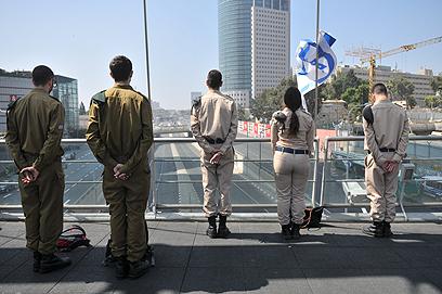 צפירת הזיכרון, הבוקר בתל אביב (צילום: ירון ברנר)