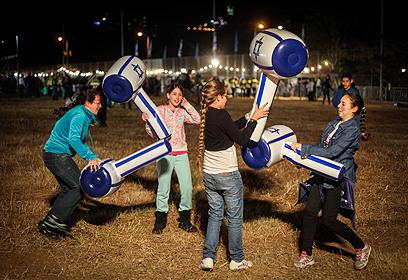 ידים משתעשעים בחיפה, הערב (צילום: אבישג שאר-ישוב)