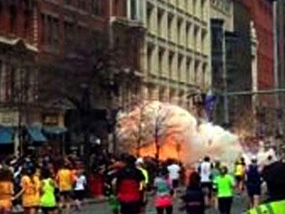 רגע הפיצוץ (צילום: AP, WBZTV)