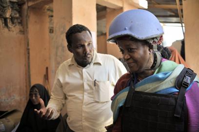 """בנגורה בסומליה. """"הסיפורים מזוויעים ושוברי לב"""" (צילום: AFP, TOBIN JONES   )"""