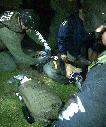 דז'וחר צרנייב מקבל טיפול רפואי במהלך לכידתו (צילום: רויטרס)