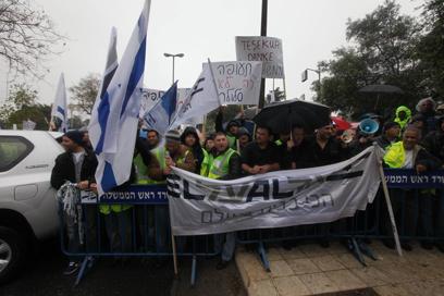 הפגנת עובדי חברות התעופה, הבוקר בירושלים (צילום: גיל יוחנן )