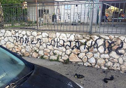 הכתובת על הקיר בכפר עכברה, הבוקר (צילום: חלייחל ח׳אלד)