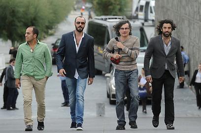 דואיירי עם שחקניו קארים סאלח, עלי סולימאן ורמזי מקדיסי (צילום: Gettyimages)
