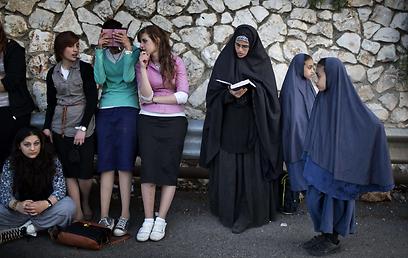 מתפללות במירון (צילום: AFP)
