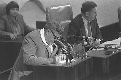 """בכנסת, 1983 (צילום: חנניה הרמן, לע""""מ)"""