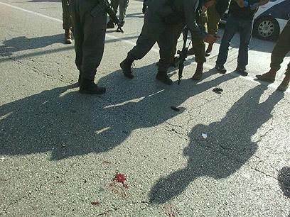 """זירת הפיגוע. המחבל נפצע בינוני (צילום: הצלה יו""""ש)"""