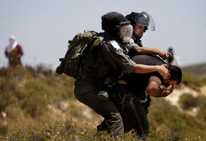 הפיגוע הצית עימותים בין מתנחלים לפלסטינים (צילום: AP)
