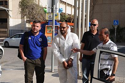 אלענאמי מובא להארכת מעצרו (צילום: הרצל יוסף)