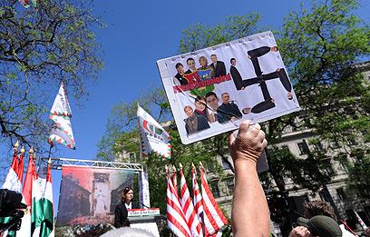 גם צלבי קרס היו שם (צילום: AFP)