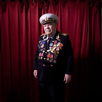דויד ריבלסקי בביתו בירושלים. ב-1941 השתתף בהגנה ההרואית על לנינגרד וזכה בעיטור כבוד על חלקו. עלה ארצה ב-1999.   (צילום: AP)
