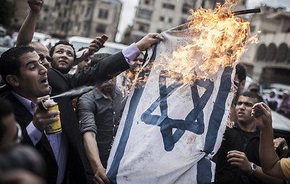 הפגנה נגד ישראל במצרים (צילום: EPA)