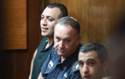אנורי בבית המשפט, היום (צילום: מוטי קמחי)