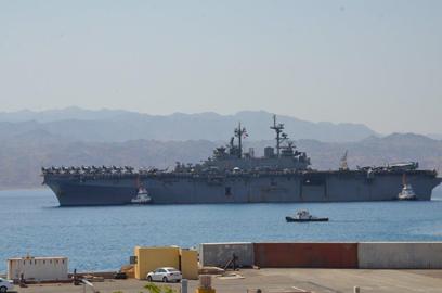 הספינה אמריקנית בנמל אילת, הבוקר (צילום: מאיר אוחיון)