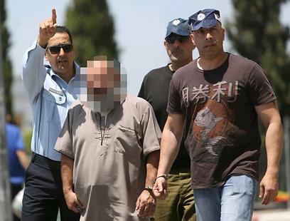 החשוד מובל להארכת מעצר (צילום: חגי אהרון)