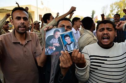 הפגנה ברפיח המצרית למען שחרור החטופים (צילום: AFP)