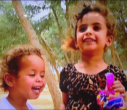 אסינאד אמטיראת בת השנתיים (משמאל) ורימאס בת הארבע (צילום: באדיבות אתר פאנט)