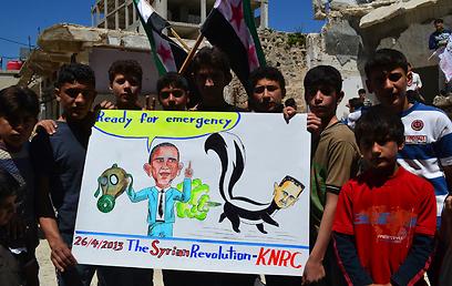 סוריה: מפגינים נגד שתיקתה של אמריקה (ארכיון) (צילום: רויטרס)