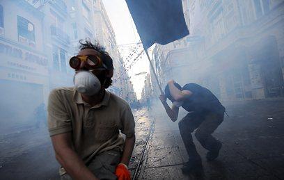 גם ילדים ותיירים נפגעו מהגז המדמיע (צילום: AFP)